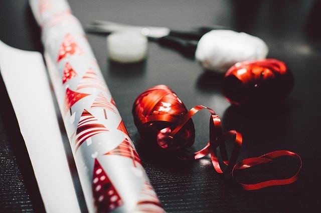 Christmas-Wrapping Paper-Holidays-Ribbon-Pixabay
