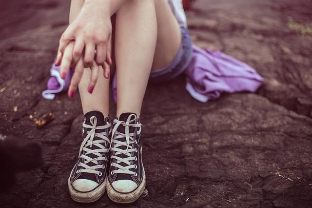 legs-407196_640-teenager-child-kid-childhood-mental health-sad-depressed-lonely-girl