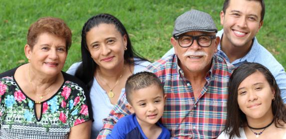 MIGRANT-HISPANIC-FAMILY-MEXICAN-LATINO-CANVA PHOTO-CAN REUSE