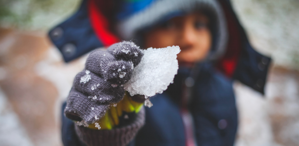 Winter-snow-cold-child-ice-canva photo-can reuse