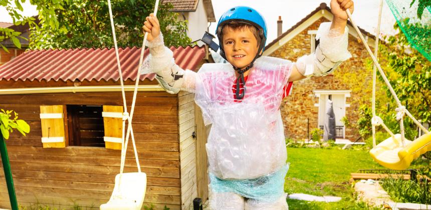 kid-boy-helmet-summer-safety-bubble wrap-safe-children-kid-child-canva photo-can reuse