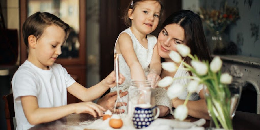 Calm-family-mother-children-activity
