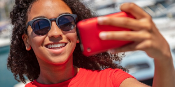 TEEN-PHONE-SMARTPHONE-TECHNOLOGY-TEENAGER-KID-CHILDREN