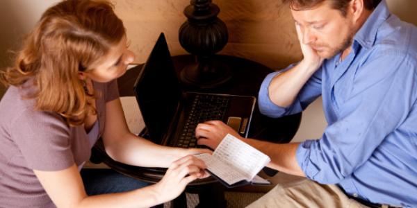 bills-finances-family-parents