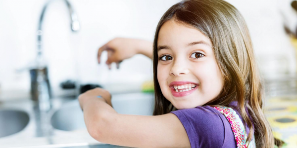 kid-daughter-girl-washing hands-clean-hygiene-covid-coronavirus-can reuse-canva photo